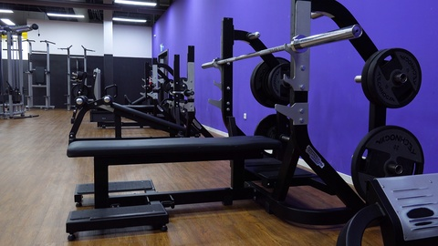 bench-press-empty-gym-footage-087879676_iconl